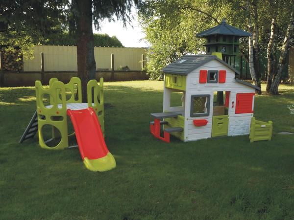 Nouvel espace de jeux pour les enfants for Maison jardin enfant occasion