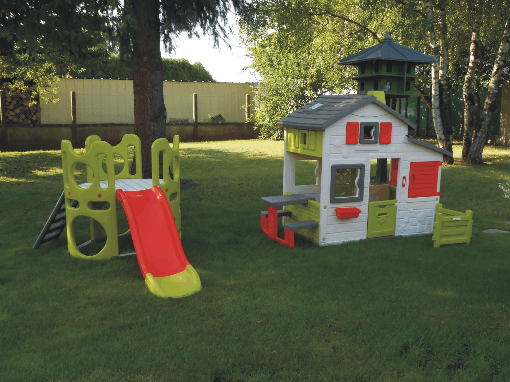 nouvel espace de jeux pour les enfants. Black Bedroom Furniture Sets. Home Design Ideas